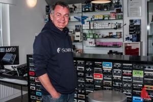 Peter Gonschorek von Kompakt Sound in seinem Laden. (Foto: sg)
