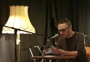 Arnold Maxwill trug einige seiner eigenwilligen Gedichte vor. (Foto: Steffi Köhler)