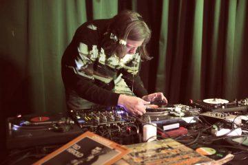 Albert Ruppelt aka DJ At erstellte aus gespendeten Schallplatten tanzbare Remixe. (Foto: Steffi Köhler)