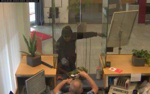 Nach dem Banküberfall in Münster Coerde sucht die Polizei noch immer nach Hinweisen auf den Täter. (Foto: Polizei Münster)