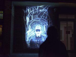 """Die Video-Performance """"Hide and See(k)"""" ist eigens mit und über die Bewohner des Hansaviertels angefertigt worden. (Foto: Jerome Coffy)"""