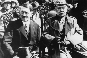 Das Ende von Weimar: Hitlers Ernennung zum Reichskanzler durch Paul von Hindenburg im Jahre 1933. (Foto: dpa)