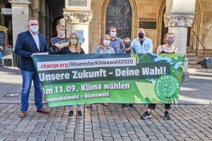Übergabe der Petition von Fridays For Future Münster vor dem Rathaus. (Foto: FFF Münster)