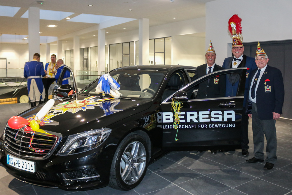 ps starke kutsche prinz karneval nimmt dienstwagen in empfang. Black Bedroom Furniture Sets. Home Design Ideas