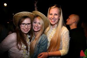 Julia, Caro und Neele sind Zweitsemester und fühlten sich sauwohl auf der Party. (Foto: kd)