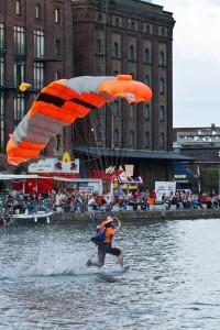 Die Landung im Hafenbecken 2014. (Foto: Philip Berstermann)