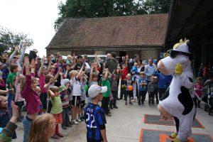 Alles was man über den Bauernhof wissen möchte, erfahren Kinder beim Atlantis-Ferienprogramm. (Foto: Pressebild)
