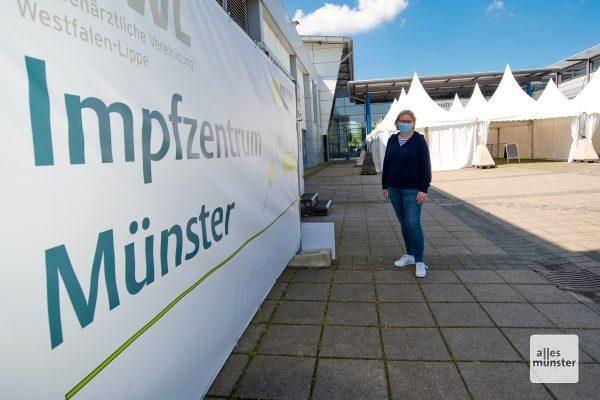 Claudia Hopster vor ihrem aktuellen Arbeitsplatz. (Foto: Michael Bührke)