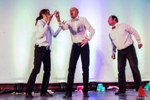 Impro 005 spielen ihre Weihnachtsshow im Kreativ-Haus. (Foto: je)