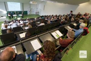 Zahlreiche Experten diskutierten im münsterschen Institut für Landschaftsökologie über den Insektenrückgang im Wald. (Foto: Michael Bührke)