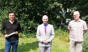 """Dr. Georgios Tsakalidis, Lars Nowak und Franz Pohlmann führen ab August als """"Internationale Fraktion Die PARTEI/ÖDP"""" ihre gemeinsame Arbeit im Stadtrat fort. (Foto: PM)"""