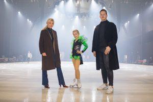Das Münsteraner ACADEMY Talent Leony Hinz sowie die Nachwuchsdesigner Jessie Wistorf und Carlo Kondring durften bei den finalen Proben hinter die Kulissen von SHOWTIME schauen. (Foto: HOLIDAY ON ICE/Andreas Glaeser)