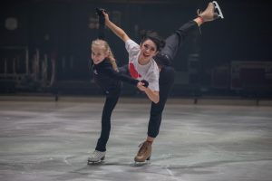 ACADEMY Talent Leony Hinz mit HOLIDAY ON ICE Skatern bei den finalen SHOWTIME Proben in Antwerpen. (Foto: HOLIDAY ON ICE/Andreas Glaeser)