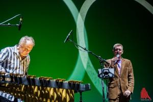 Vibraphonist David Friedmann mit Preisträger Michael Schiefe (Foto: sg)
