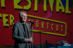 """Fritz Schmücker begrüßte ein ausverkauftes Haus zur kleinen Ausgabe des Jazzfestivals, die jetzt """"Shortcut"""" heißt. (Foto: Stephan Günther)"""