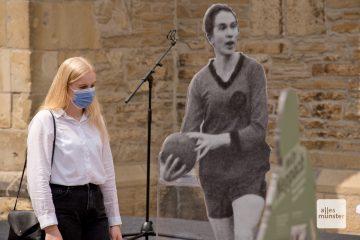 Lebensgroße Skulpturen erinnern an das Leben jüdischer Sportlerinnen und Sportler (Foto: Michael Bührke)
