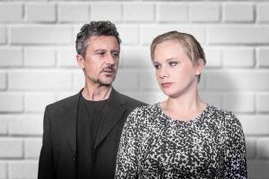 """Der Kleine Bühnenboden präsentiert Konrad Haller und Maria Goldmann in """"Stück mit zehn Titeln"""". (Foto: Hanno Endres)"""