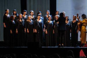 Der Gori Women's Choir begleitet Katie Melua. (Foto: Stephan Günther)