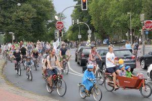 Start der Demo am Aegidii-Tor. (Foto: Kidical Mass Münster)