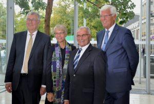 Die Regierungspräsidenten von Münster seit 1995 auf einem Bild: Dr. Jörg Twenhöven (3.v.l.), Dr. Peter Paziorek (re.), Prof. Dr. Reinhard Klenke (li.) und Dorothee Feller, die das Amt jetzt übernimmt. (Foto: Bezirksregierung Münster)