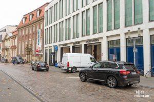 Für eine autoarme Innenstadt könnten in den Augen der Volt-Ratsgruppe die PKW Parkflächen beispielsweise für Fahrräder und Lastenräder genutzt werden. (Foto: Michael Bührke)