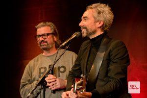 """Jan Löchel (r.) und Henning Wehland (l.) sangen unter anderem """"Gute Nacht, Freunde"""" von Reinhard Mey"""