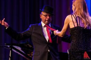 Oberbürgermeister Markus Lewe beim heißen Tanz mit dem Weltstar. (Foto: sg)