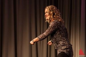 Eindrucksvoll ließ Lisa Feller das Publikum daran teilhaben, was sie mit ihrem Nachwuchs im Supermarkt erlebt, während sie den Einkaufswagen schiebt. (Foto: sg)