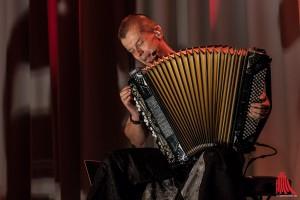 Pohjonen verlangt seinem Instrument alles ab. (Foto: sg)