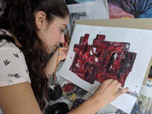 Marah Alasaad drückt sich in ihren Gemälden und Zeichnungen aus. (Foto: Simon Jöcker)