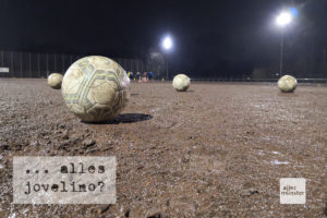 Fußball ist kein Schönwettersport. Auch nicht der Frauenfußball. (Foto: Matthias Oschwald)