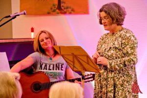Martje Saljé (li.) und Marion Lohoff-Börger bei der musikalischen Masematte-Lesung in der Alexianer Waschküche. (Foto: Michael Bührke)