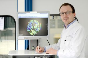 """Prof. Jens Minnerup ist Erstautor der jetzt in den """"Annals of Neurology"""" erschienenen Studie zum Einsatz von CD-Bildern in der Schlaganfall-Diagnostik (Foto: FZ)"""