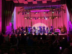 Mahmoud Frih und Band auf der Bühne zusammen mit Undercover. (Foto: Undercover)