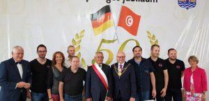 Die beiden Stadtoberhäupter der Partnerstädte (Mitte) mit der Band Undercover und Teilen der Münsteraner Delegation. (Foto: Undercover)