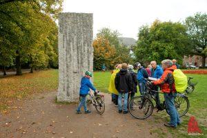 """Die Skulptur """"Momenthaftes Monument"""" von Lara Favaretto am Ludgerikreisel. (Foto: Michael Bührke)"""