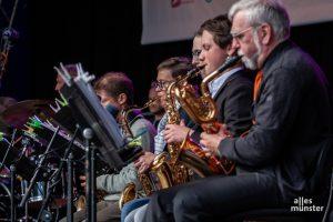 Die Musiker der Big Band der Westfälischen Schule brachten den Swing auf den Prinzipalmarkt. (Foto: Stephan Günther)