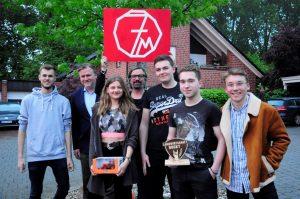 """Henning Wehland (Mitte) mit """"7 Miles"""", der Gewinnerband des Musikwettbewerbs """"Landwirtschaft rockt"""". (Foto: Patrick Otte / LV)"""
