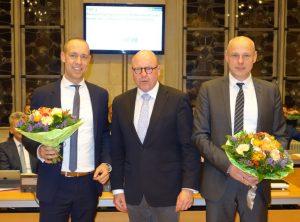 OB Markus Lewe beglückwünschte Jurczyk (links) und Gäfgen (rechts) unmittelbar nach der Entscheidung im Rathausfestsaal. (Foto: Presseamt Münster)