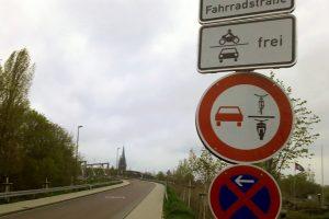 An dieses neue Überholverbotsschild müssen wir uns noch gewöhnen... (Foto: Ralf Clausen)