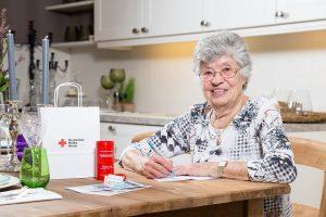 Das Angebot richtet sich vor allem an ältere Menschen. Auf dem Notfalldatenblatt können sie Gesundheitsdaten, wie ihre Blutgruppe, notieren, aber auch Kontaktdaten von Angehörigen, Hausarzt oder Pflegedienst. (Foto: DRK Münster)