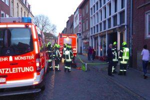 """Bei """"What's Beef"""" auf der Königstraße hat es am Freitagabend gebrannt. (Foto: Feuerwehr Münster)"""