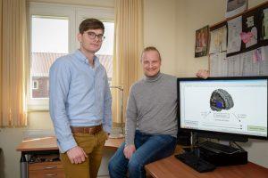 Freuen sich über die weltweite Resonanz auf die Depressionsstudie: Dr. Nils Opel, Leiter des Projektes (l.), und Prof. Udo Dannlowski, Direktor des Instituts für Translationale Psychatrie (Foto: FZ / E. Wibberg)