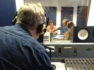 Aufnahmen für ein Hörspiel im Studio beim medienforum münster e.V. (Foto: Dennis Welpelo)