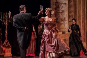 Christine wird als neuer Opernstar gefeiert. Ihren Erfolg hat die dem Phantom zu verdanken. Dankt sie es ihm auch? (Foto: sg)