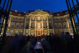 Die Piazza am Erbdrostenhof ladt zur langen Tafel ein. (Foto: MünsterView / Witte)