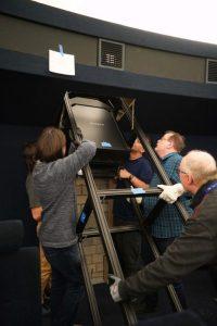 Im Planetarium wurde die komplette Projektorentechnik ausgetauscht, wodurch das Fulldome-Bilderlebnis wieder das schärfste im deutschsprachigen Raum ist. (Foto: LWL/Voss)
