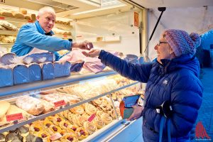 Bei Georg Uekötter und seinen Kollegen vom Markt in Hiltrup ist nur Barzahlung möglich. Foto: mb)