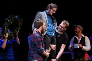 So sehen Sieger aus: Jason Bartsch gewinnt den NRW Poetry Slam. (Foto: sg)