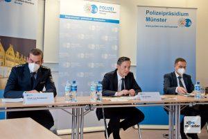 Während der Pressekonferenz (v.l.): Pressesprecher Jan Schabacker, Falk Schnabel und Frank Kaiser (Foto: Bührke)